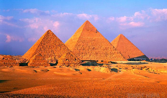 Пирамиды Гизы в Каире.