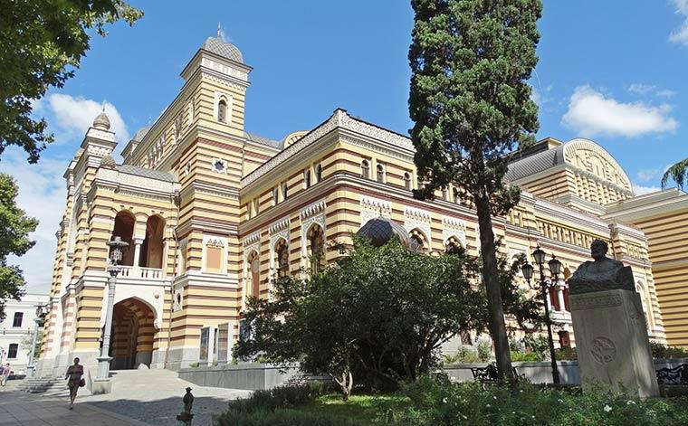 gruzinskij-teatr-opery-i-baleta-im-paliashvili