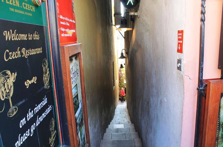 Самые узкие улицы в мире