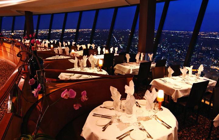 CN-Tower-restoran.jpg
