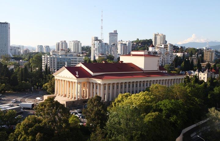 Куда можно сходить в Сочи: Зимний театр