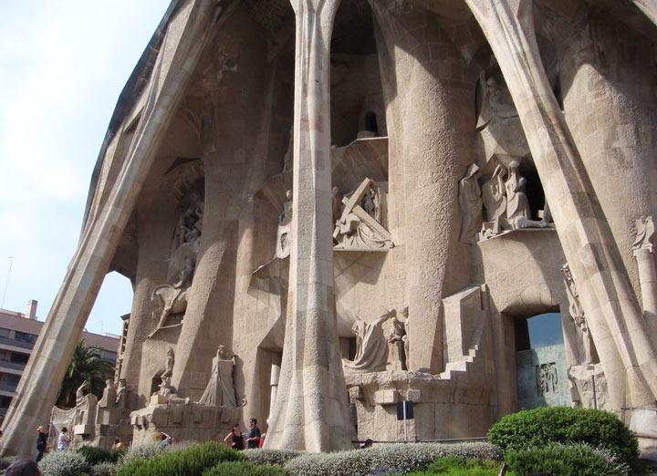 sagrada-familia-fasad-strastej