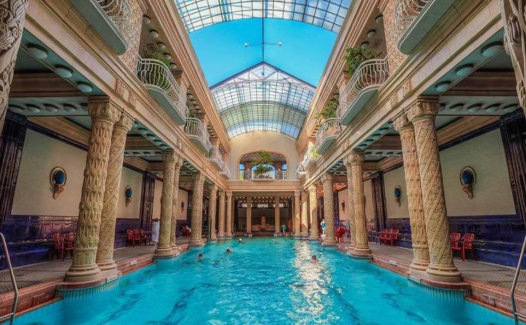 Достопримечательности Будапешта: Купальни Геллерт