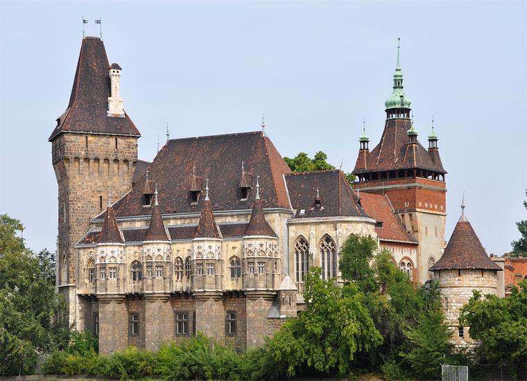 Достопримечательности Будапешта: Замок Вайдахуняд