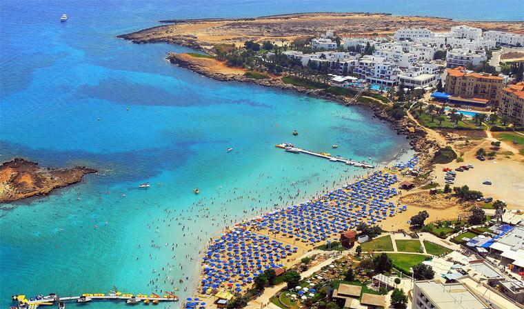 Кипр: песчаный пляж