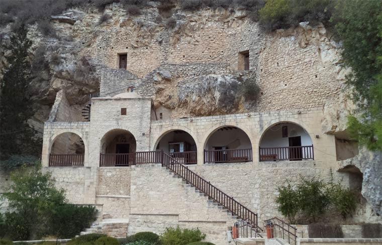 monastyr-svyatogo-neofita-zatvornika