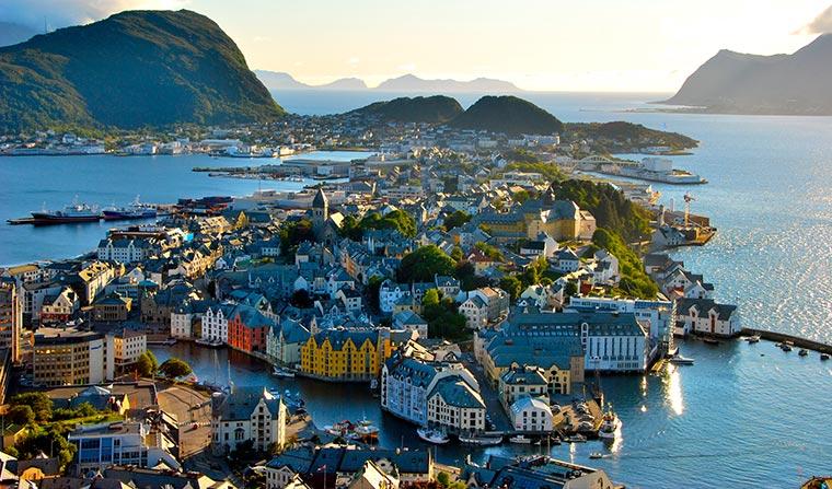 Красивые города Норвегии: Олесунн