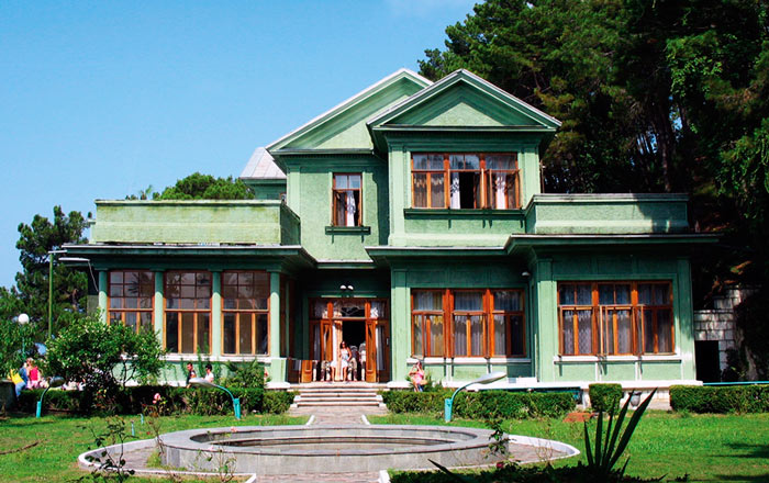 Что посетить в Абхазии: Дача Сталина