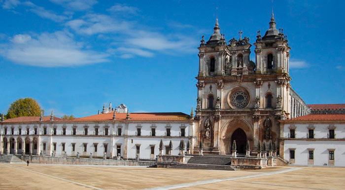 Посмотрите в Португалии Монастырь Алкобаса