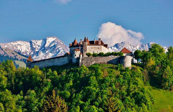 Обязательно посмотреть в Швейцарии замок Грюйнер