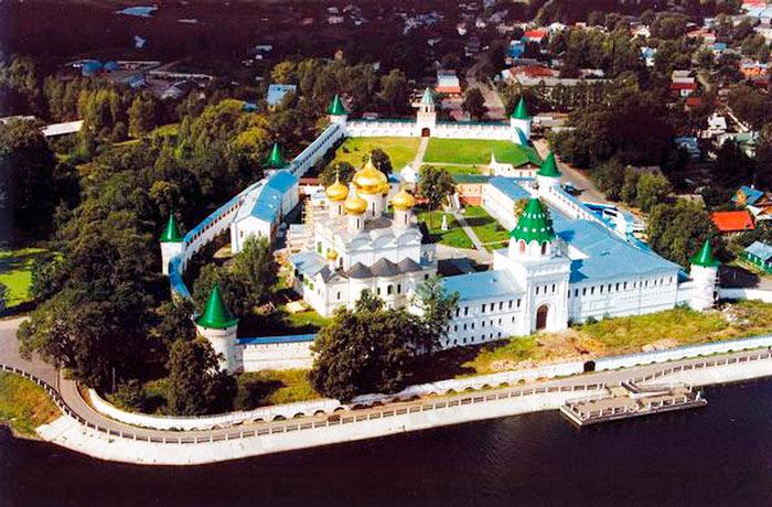 ipatevskij-monastyr-vid-s-verkhu