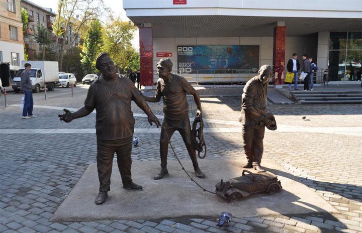 Памятник Трусу Балбесу и Бывалому