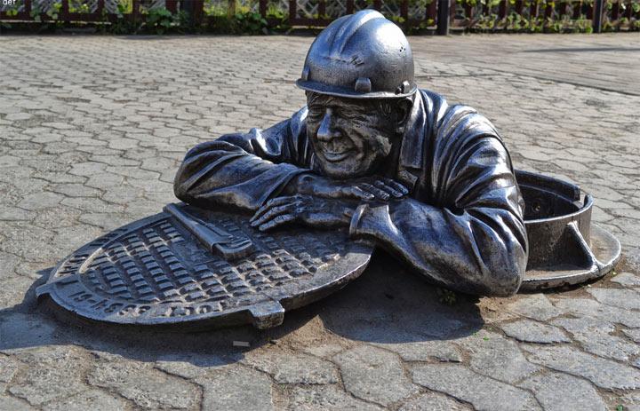 Достопримечательности Омска: памятник сантехнику