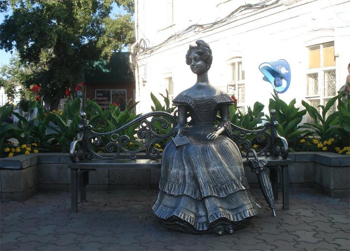 Главные достопримечательности Омска: Статуя Люба