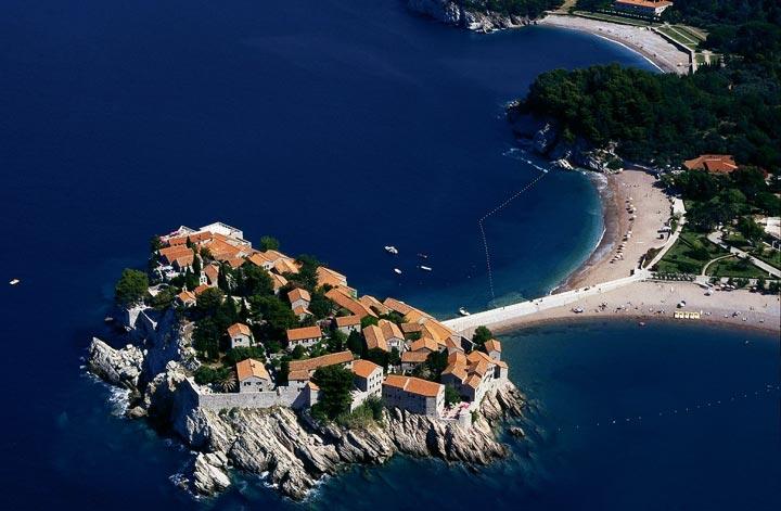Вид на остров Святого Стефана в Черногории