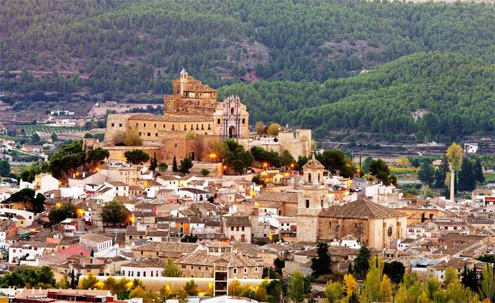 красивый город в Испании: Каравака-де-ла-Крус