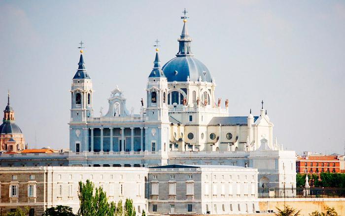 Достопримечательности Мадрида: Собор Альмудена