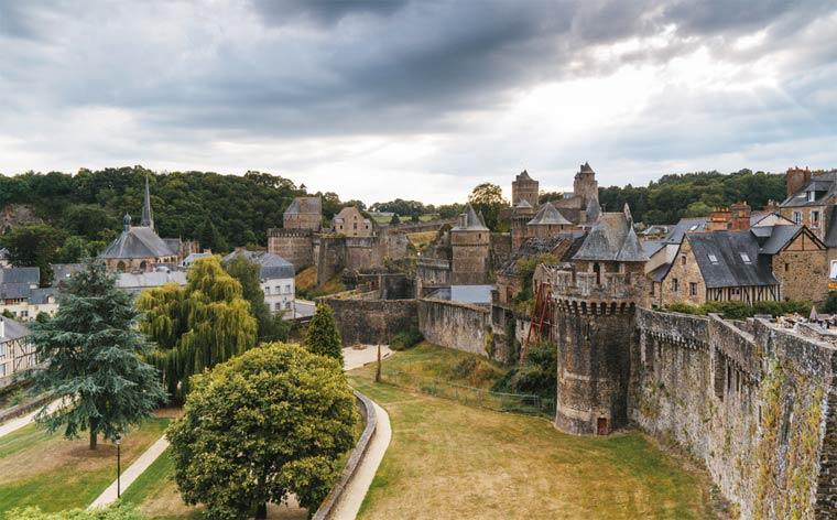 Красивый город Франции: Фужер